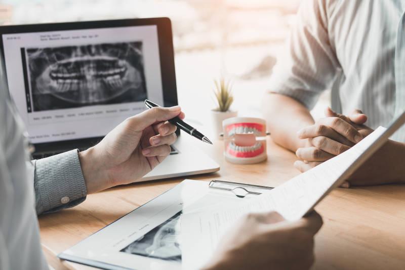 Asesoramiento en Implantes Dentales